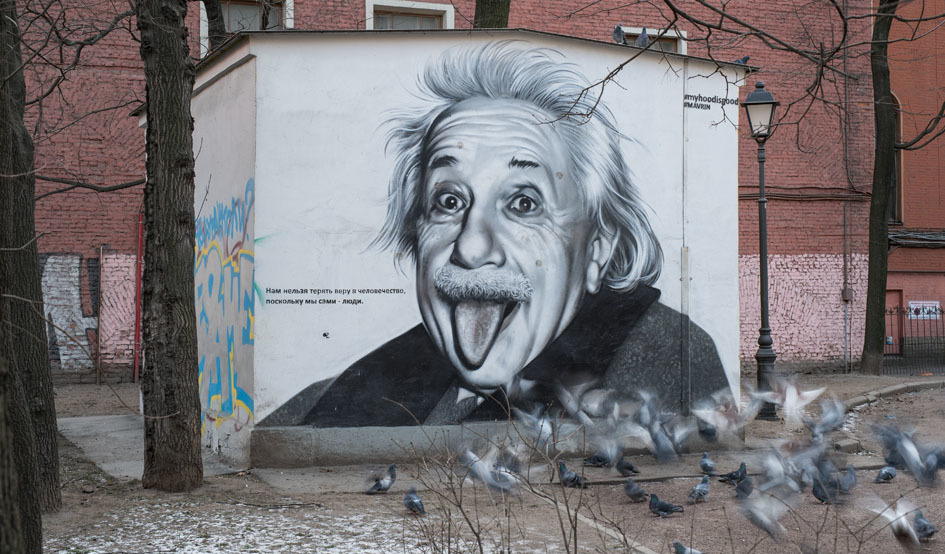 Larger einstein